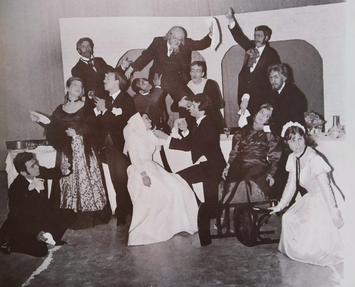 Ένας Γάμος, του Τσέχωφ Θέατρο Νέας Ιωνίας (1966) Χρ. Τσάγκας, Β. Καζάν, Γ. Μιχαηλίδης, Β. Τσιβιλίκας, Π. Κοροβέσης κ.α. Ο Κοροβέσης, μαζί με τους Τσάγκα, Στυλιάρη, Μεντή, Βουγιούκα και άλλους προσκείμενους στην ΕΔΑ καλλιτέχνες, ίδρυσαντ τον Σύλλογο Σπουδαστών Δραματικών Σχολών 'Θέσπις', το 1962.